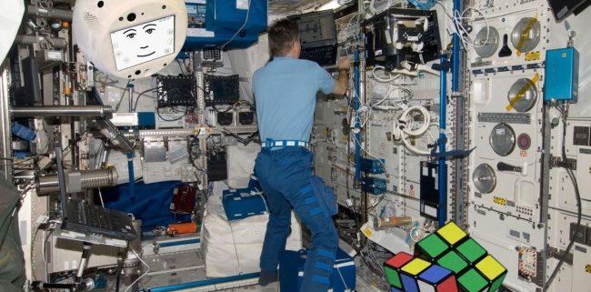 Cimon, le robot IA d'Airbus et IBM, embarque dans l'ISS